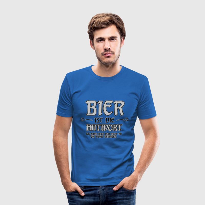 Bier ist die Antwort.. T-Shirts - Männer Slim Fit T-Shirt