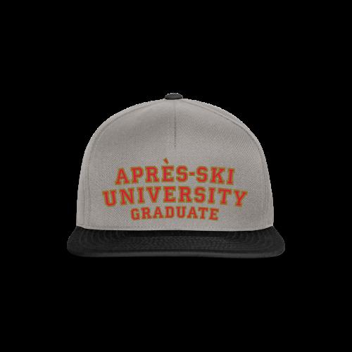 Après-Ski University Graduate T-Shirt (Damen Weiß) Rückenaufdruck - Snapback Cap
