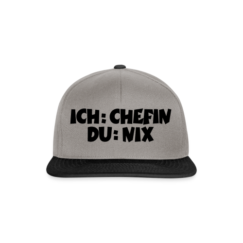 Chefin T-Shirt (Weiß) - Snapback Cap