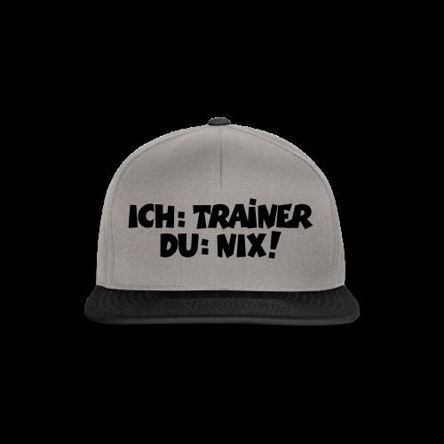 Trainer T-Shirt (Schwarz) - Snapback Cap