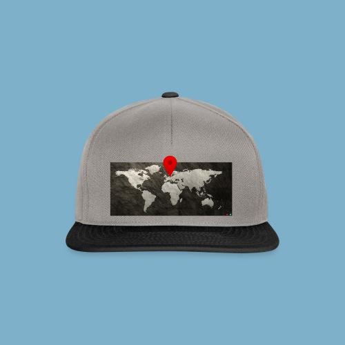 Weltkarte mit Pin - Standort - Snapback Cap