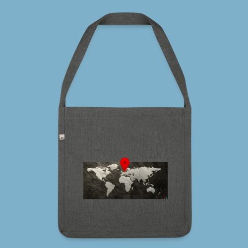 Weltkarte mit Pin - Standort - Schultertasche aus Recycling-Material