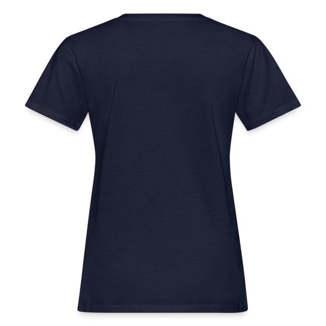ein L auf weißem Frauenshirt