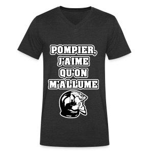 POMPIER, J'AIME QU'ON M'ALLUME - JEUX DE MOTS - FRANCOIS VILLE - T-shirt bio col V Stanley & Stella Homme