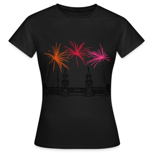 Fireworks New Year's Eve at Oberbaum Bridge in Berlin - Women's T-Shirt