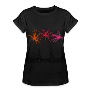 Fireworks New Year's Eve at Oberbaum Bridge in Berlin - Women's Oversize T-Shirt