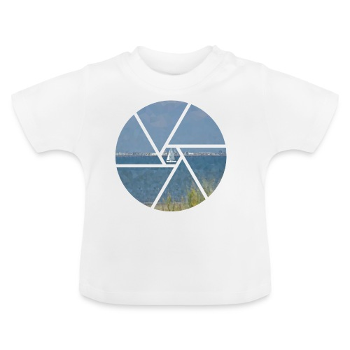 Segelboot im Focus - Baby T-Shirt