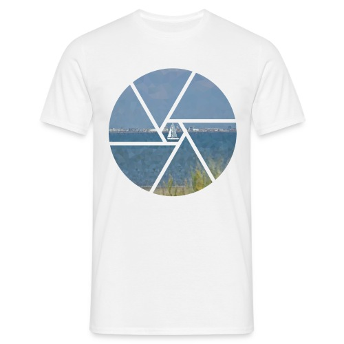 Segelboot im Focus - Männer T-Shirt