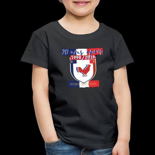 T-shirt Premium Enfant - Le coq est le roi de la basse-cour et a une attitude fière.Il affirme sa présence tous les matins en accueillant le jour de son chant. Être fier comme un coq signifie donc qu'on affirme sa supériorité