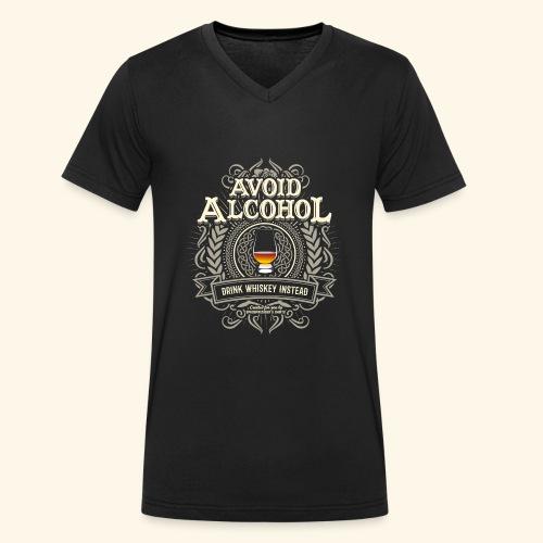 Whiskey T Shirt Avoid Alcohol - Männer Bio-T-Shirt mit V-Ausschnitt von Stanley & Stella
