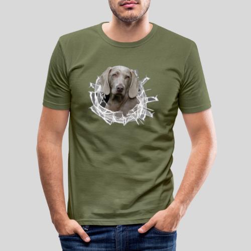 Weimaraner im *Glas-Loch* - Männer Slim Fit T-Shirt