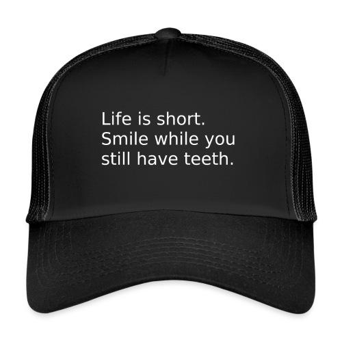 Das Leben ist kurz. Lächle. - Trucker Cap