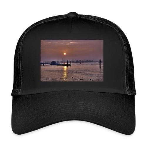 Sonnenaufgang im Hamburger Hafen - Trucker Cap