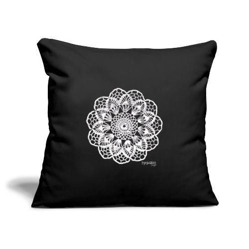 Granny´s Flower, valkoinen - Sohvatyynyn päällinen 45 x 45 cm