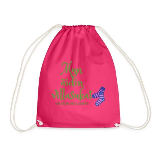Mun äidin villasukat on mun neulomat - Drawstring Bag