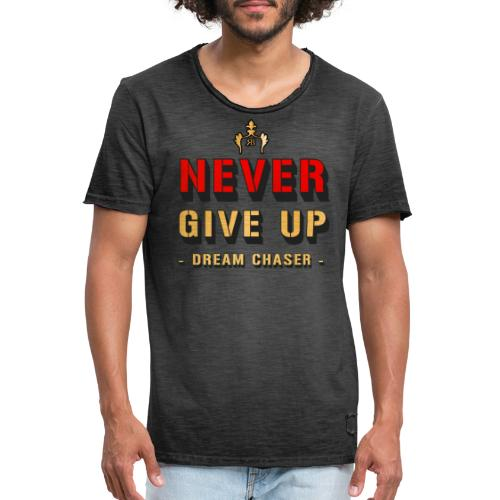 NEVER GIVE UP - DREAM CHASER - Mannen Vintage T-shirt