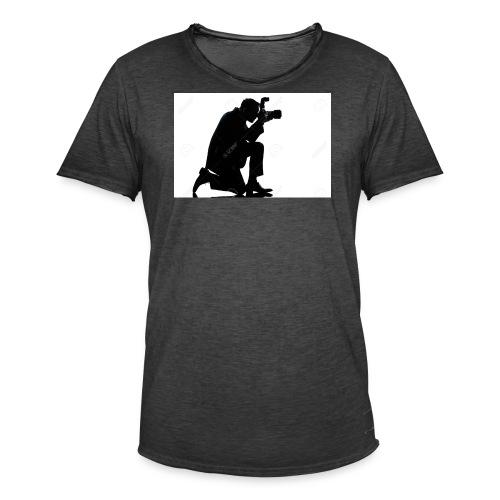 silueta de un hombre caucasico de rodillas - Camiseta vintage hombre