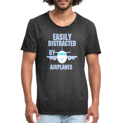 Easily distracted by airplanes - Aviation, flying - T-shirt vintage Homme