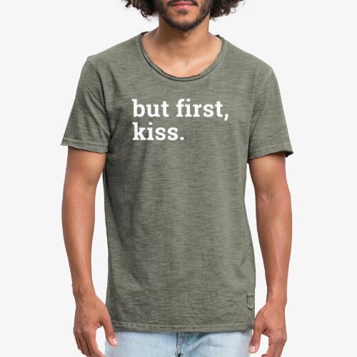 But first kiss / Zuerst ein Kuss - Männer Vintage T-Shirt