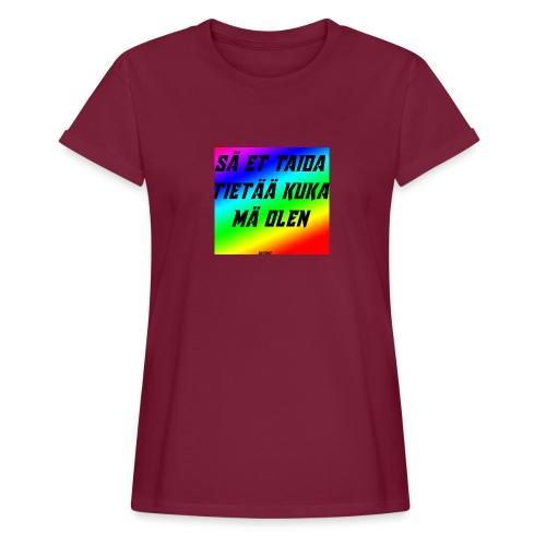 kuka olen - Naisten oversized-t-paita