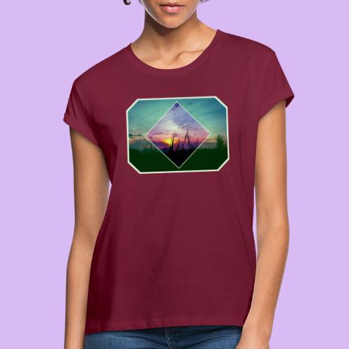 Tramonto in risalto tra figure geometriche - Maglietta ampia da donna