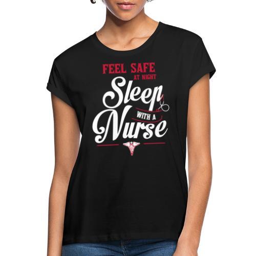 Feel safe at night, sleep with a nurse - Naisten oversized-t-paita