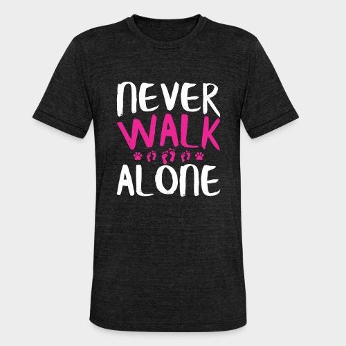 NEVER WALK ALONE | Hunde Sprüche Fußabdruck Pfote - Unisex Tri-Blend T-Shirt von Bella + Canvas