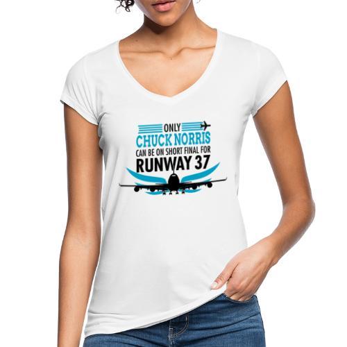 Tylko Chuck Norris ląduje na pasie startowym 37 - Koszulka damska vintage