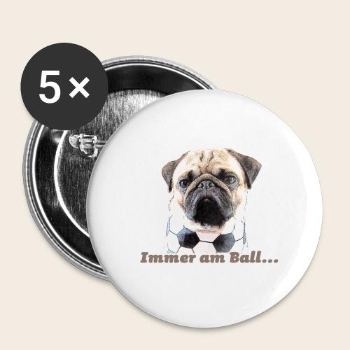 Mops am Ball 2 - Buttons groß 56 mm (5er Pack)