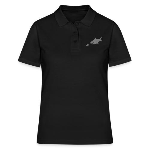 Kleiner Fisch + Hai / dunkler Hintergrund - Frauen Polo Shirt