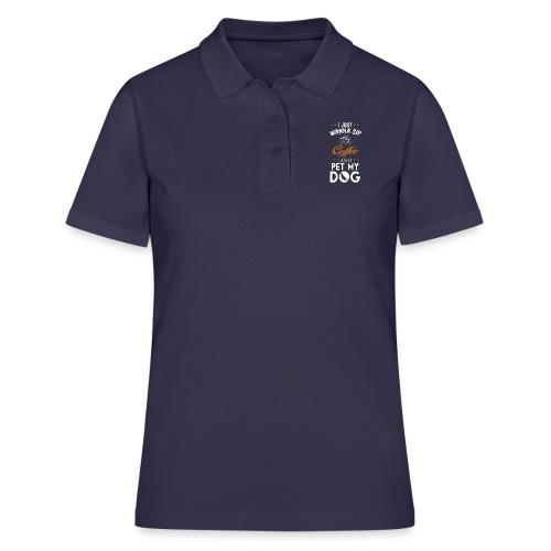 Kaffee trinken und Hunde streicheln - Happy! - Frauen Polo Shirt