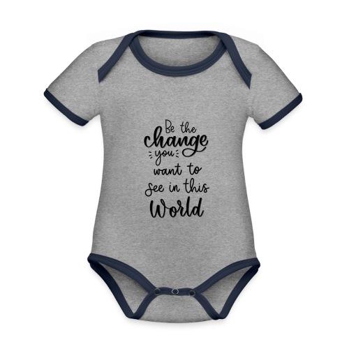 Be the change you want to see in this world - Kortærmet økologisk babybody i kontrastfarver