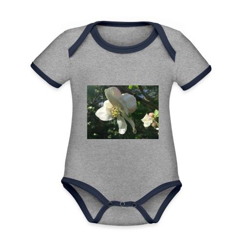 The Flower Shirt - Æble - Kortærmet økologisk babybody i kontrastfarver