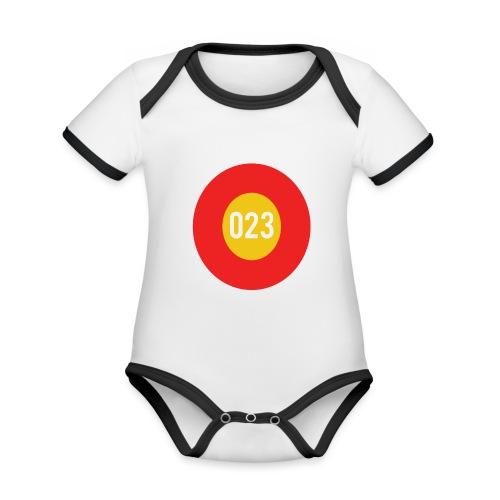 023 logo - Baby contrasterend bio-rompertje met korte mouwen