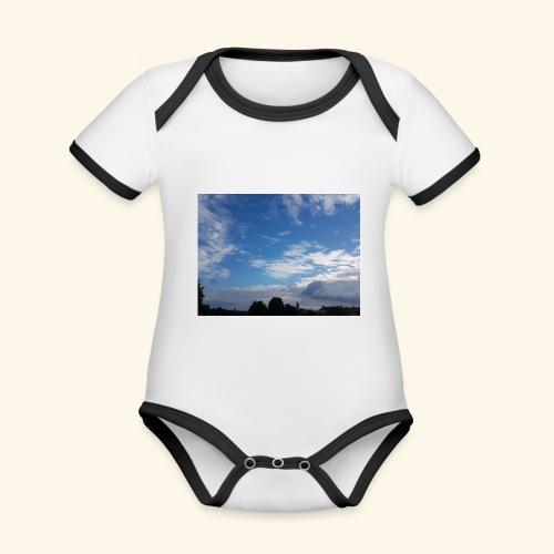 himmlisches Wolkenbild - Baby Bio-Kurzarm-Kontrastbody