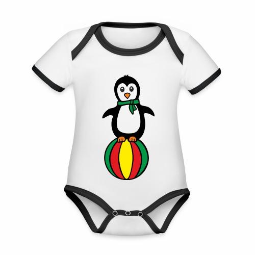 Pinguin auf einem Ball - Baby Bio-Kurzarm-Kontrastbody