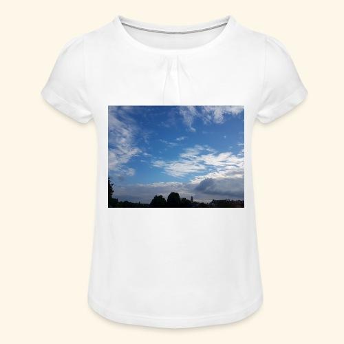 himmlisches Wolkenbild - Mädchen-T-Shirt mit Raffungen