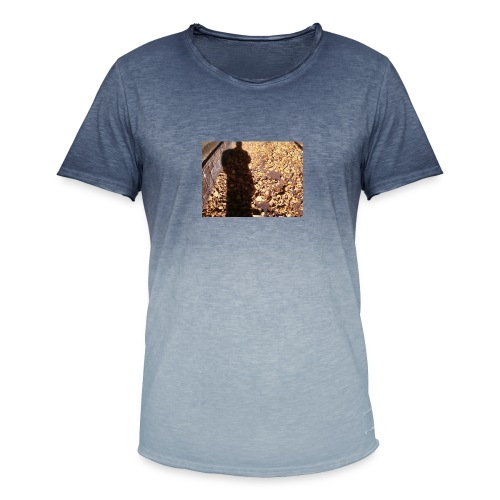 THE GREEN MAN IS MADE OF AUTUMN LEAVES - Men's T-Shirt with colour gradients