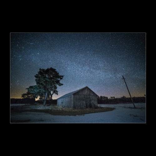 Vanha lato tähtitaivaan alla - Juliste 90x60 cm