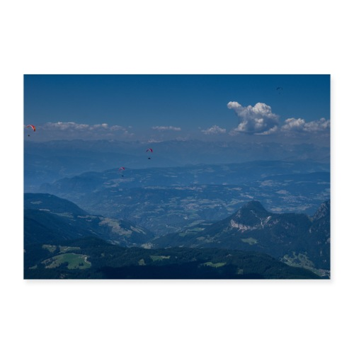 Gleitflieger ueber dem Eggental - Poster 90x60 cm