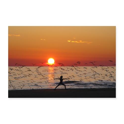 Yoga Held im Sonnenuntergang am Meer mit Vögeln - Poster 30x20 cm
