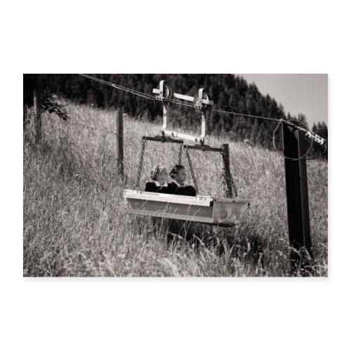 Zilleraler Mädels in Materialseilbahn - Poster 60x40 cm