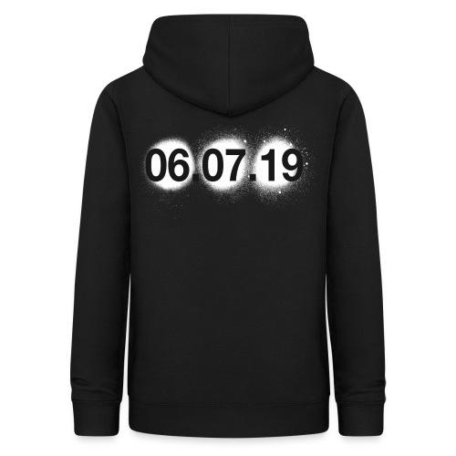 GDYNIA 06.07.19 - Sudadera con capucha para mujer