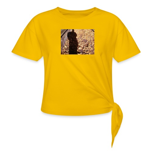 THE GREEN MAN IS MADE OF AUTUMN LEAVES - Knotted T-Shirt