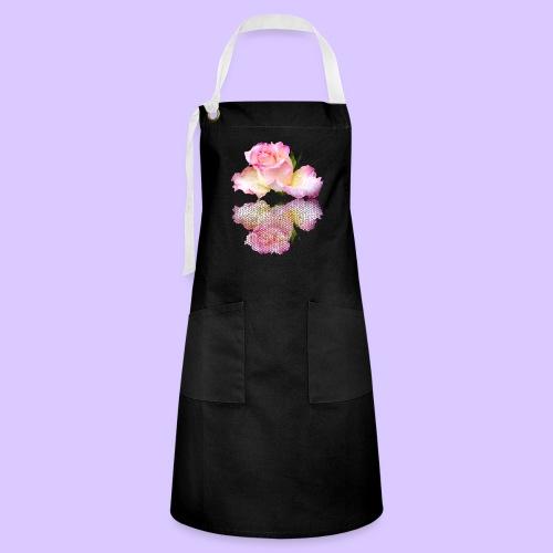 pinke Rose mit Regentropfen im Spiegel, rosa Rosen - Kontrastschürze