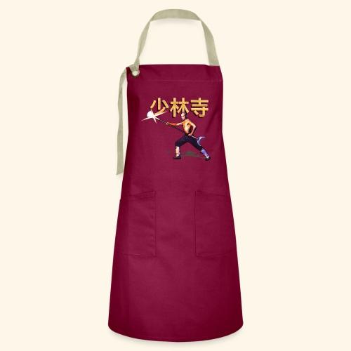 Gordon Liu as San Te - Warrior Monk - Contrasterende schort