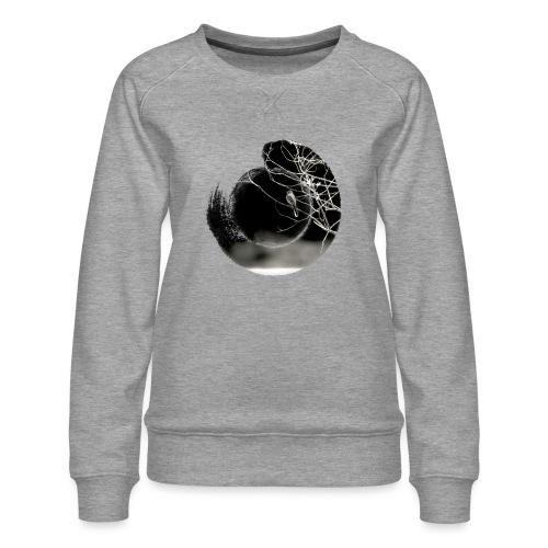 Bird on branches in zen circle, Japanese style - Women's Premium Sweatshirt