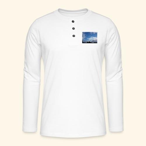 himmlisches Wolkenbild - Henley Langarmshirt