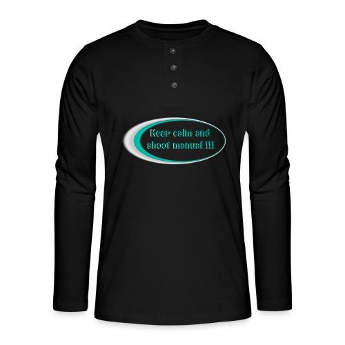 Keep calm and shoot manual slogan - Henley long-sleeved shirt