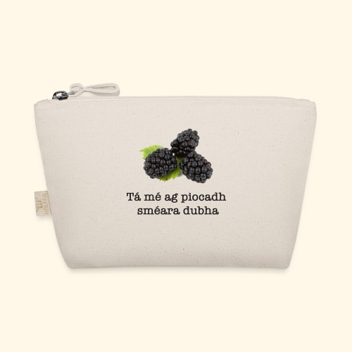 Picking blackberries - The Wee Pouch